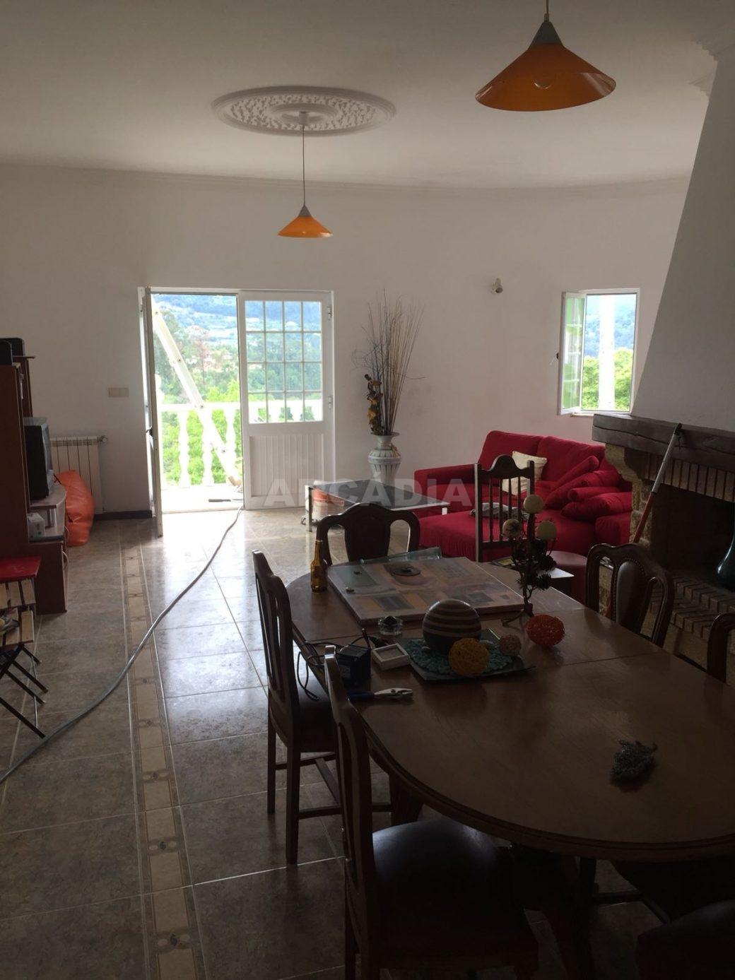 Moradia-T4-em-Barros-Vila-Verde-Sala