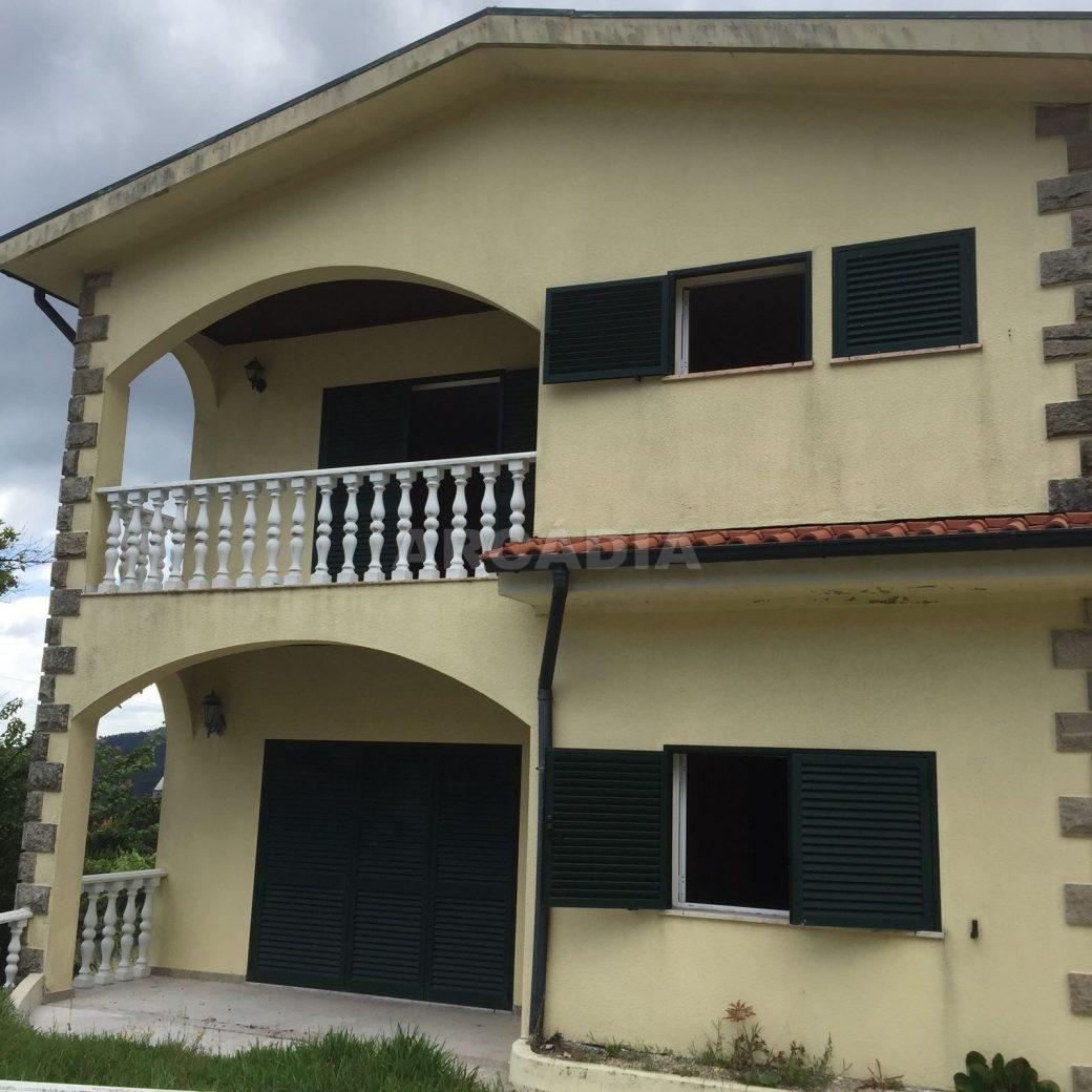 Moradia-T4-em-Barros-Vila-Verde-fachada-frente-2