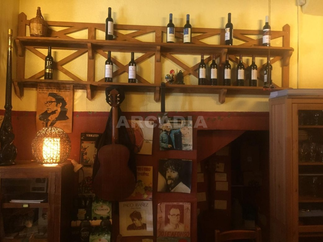 Cafe-Bar-na-Se-de-Braga-mobilado-arcadia