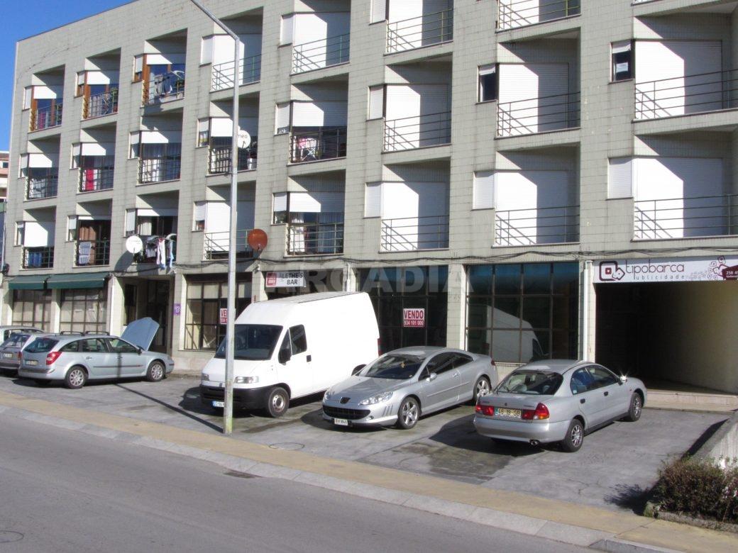 Loja-Para-Restauro-no-Centro-de-Ponte-da-Barca-fachada