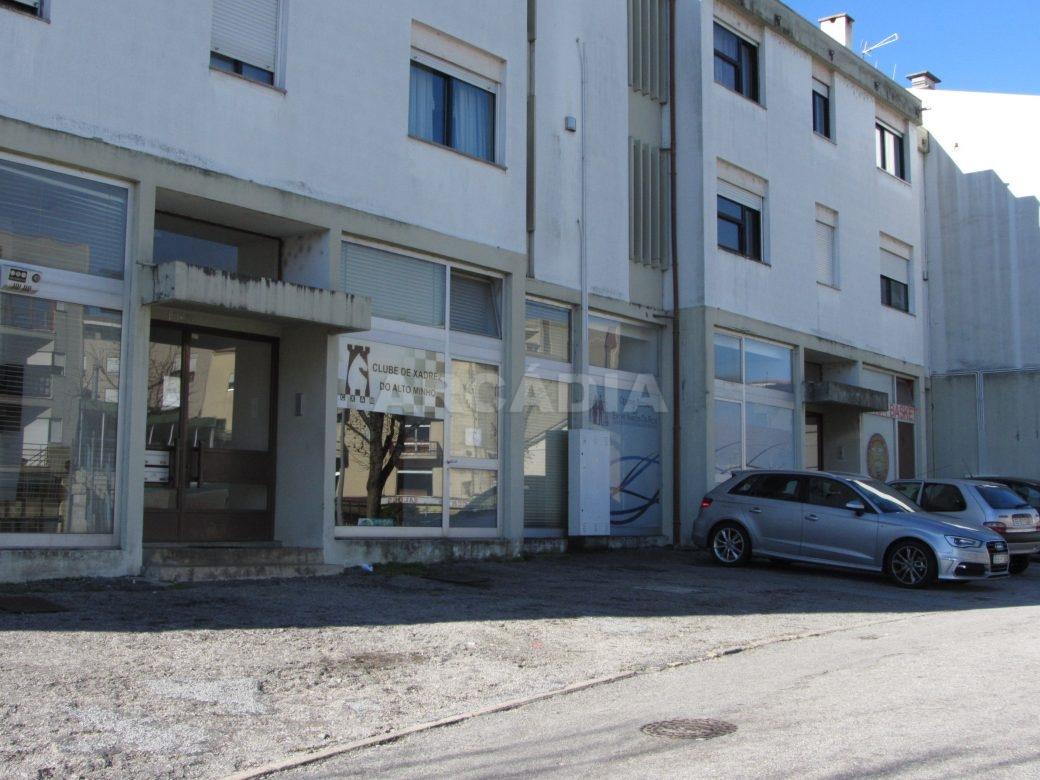 Loja-Para-Restauro-no-Centro-de-Ponte-da-Barca-fachada-entrada