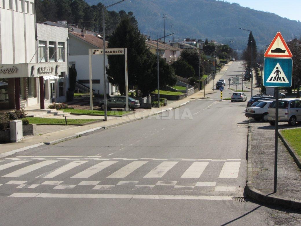 Loja-Para-Restauro-no-Centro-de-Ponte-da-Barca-imediacoes