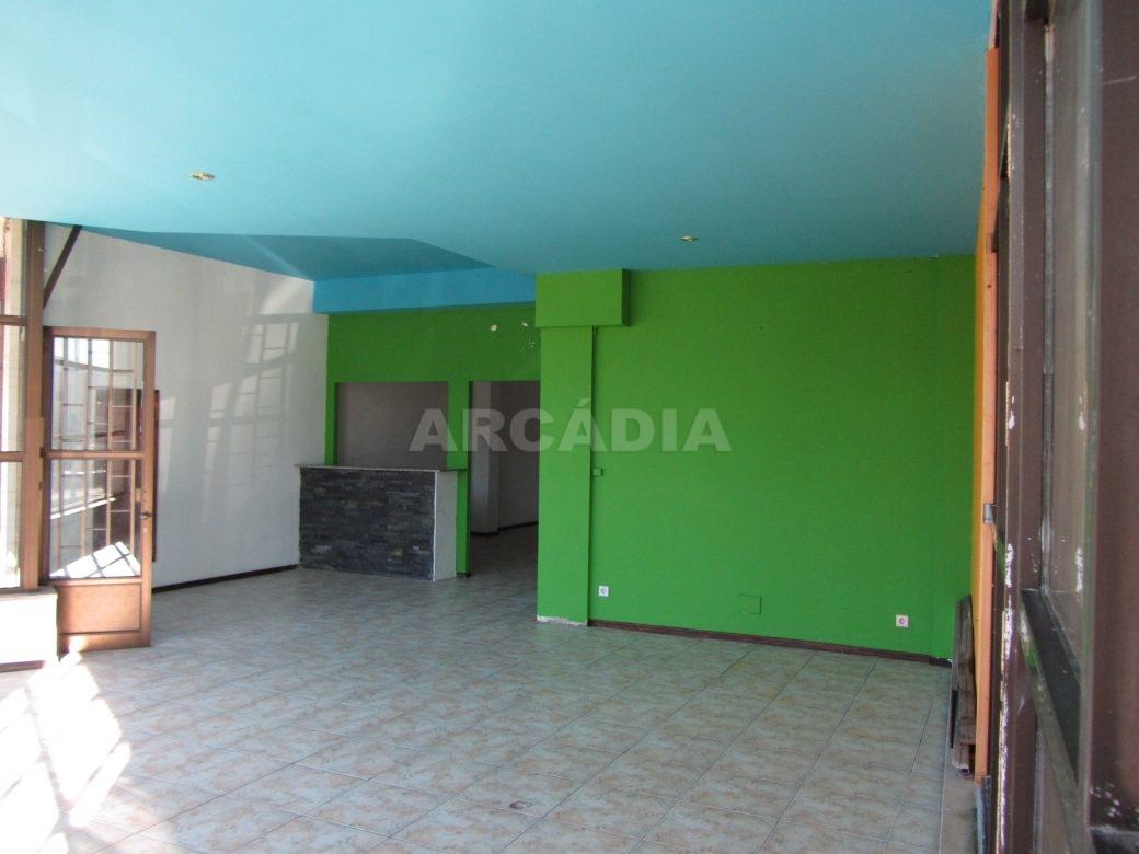 Loja-Para-Restauro-no-Centro-de-Ponte-da-Barca-interior-1