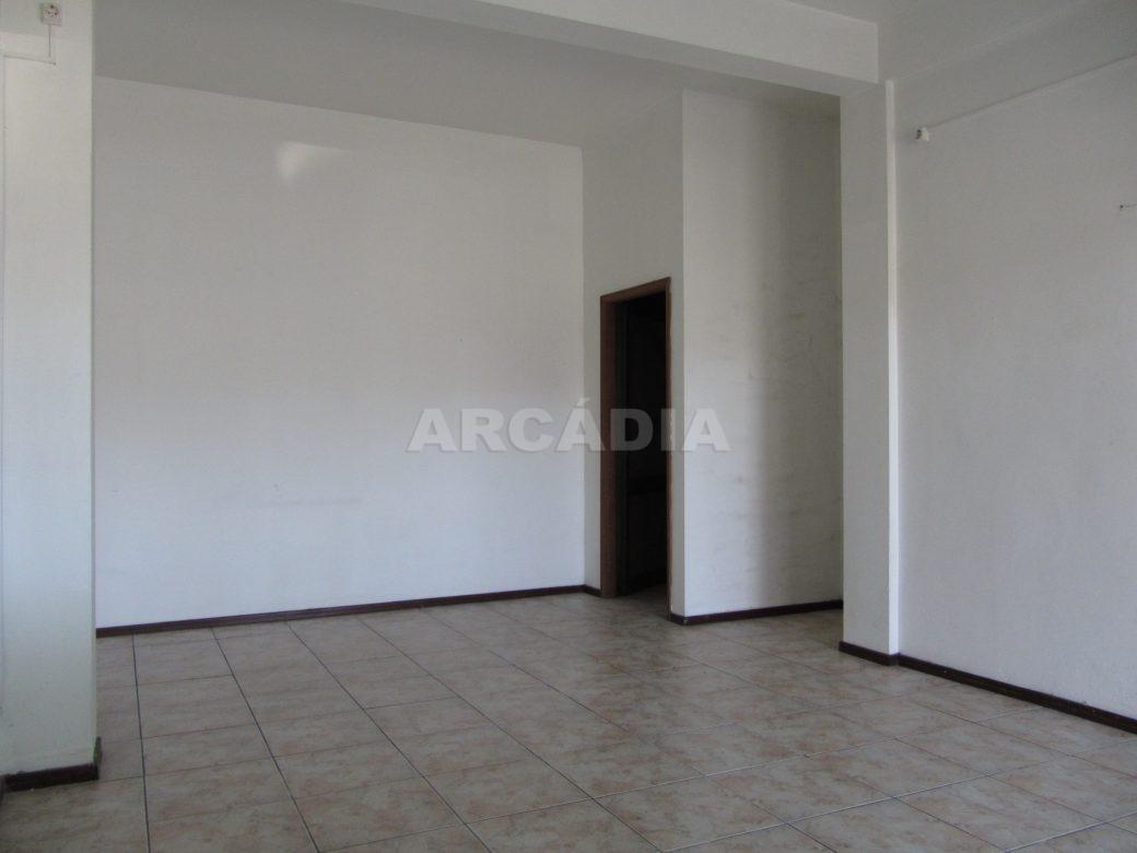 Loja-Para-Restauro-no-Centro-de-Ponte-da-Barca-interior-espaco