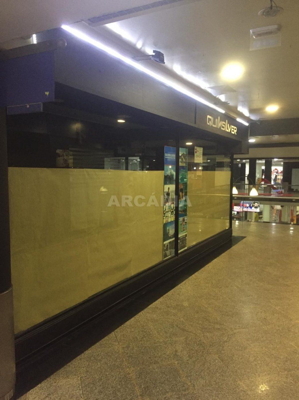 Loja-em-Centro-Comercial-no-Centro-de-Braga-lateral
