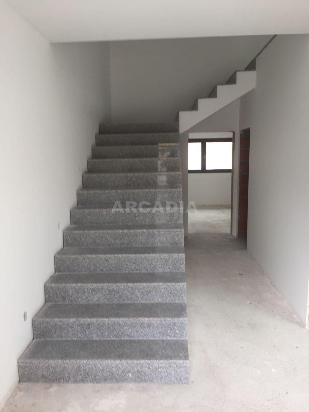 Moradia-Nova-em-Pico-de-Regalados-escadaria1