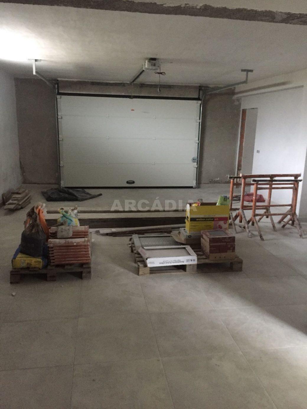 Moradia-Nova-em-Pico-de-Regalados-garagem