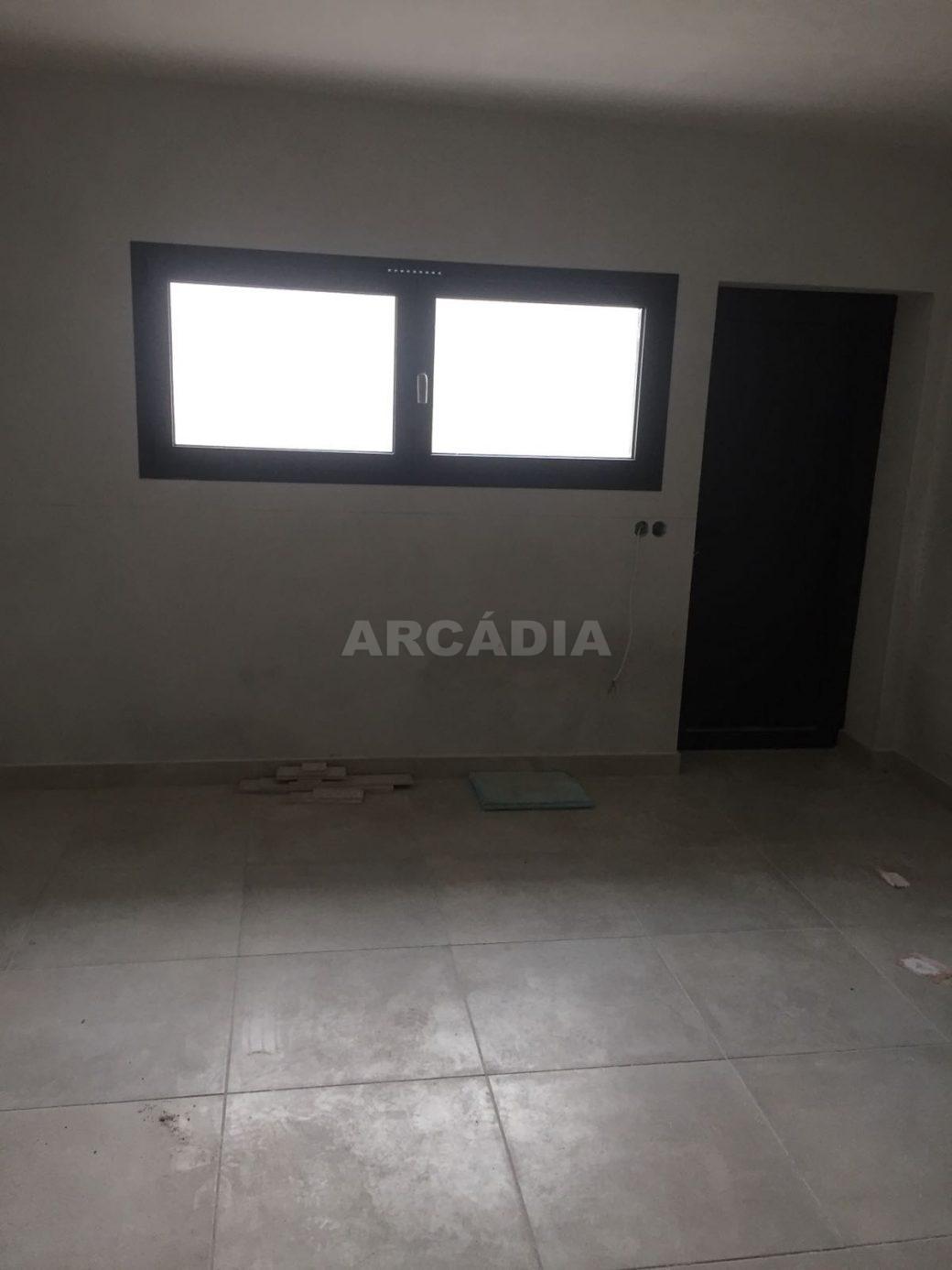 Moradia-Nova-em-Pico-de-Regalados-garagem1