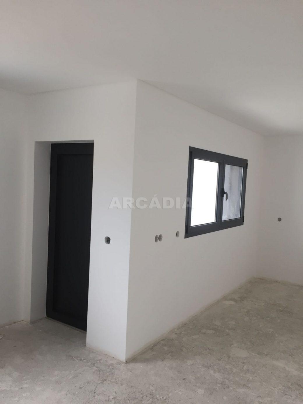 Moradia-Nova-em-Pico-de-Regalados-garagem2