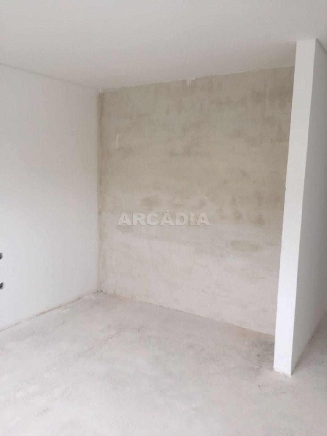 Moradia-Nova-em-Pico-de-Regalados-paredes-brancas