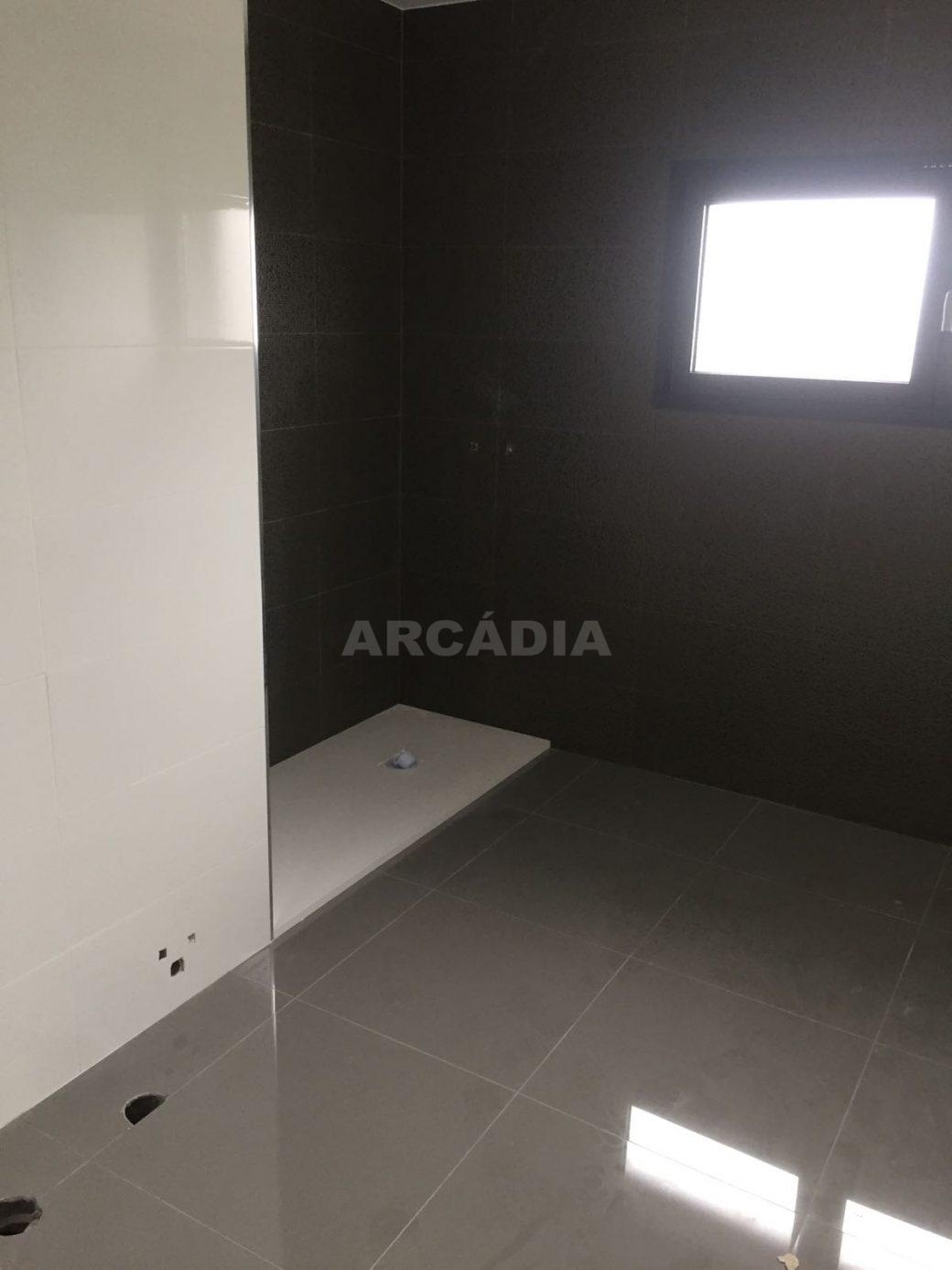 Moradia-Nova-em-Pico-de-Regalados-wc1