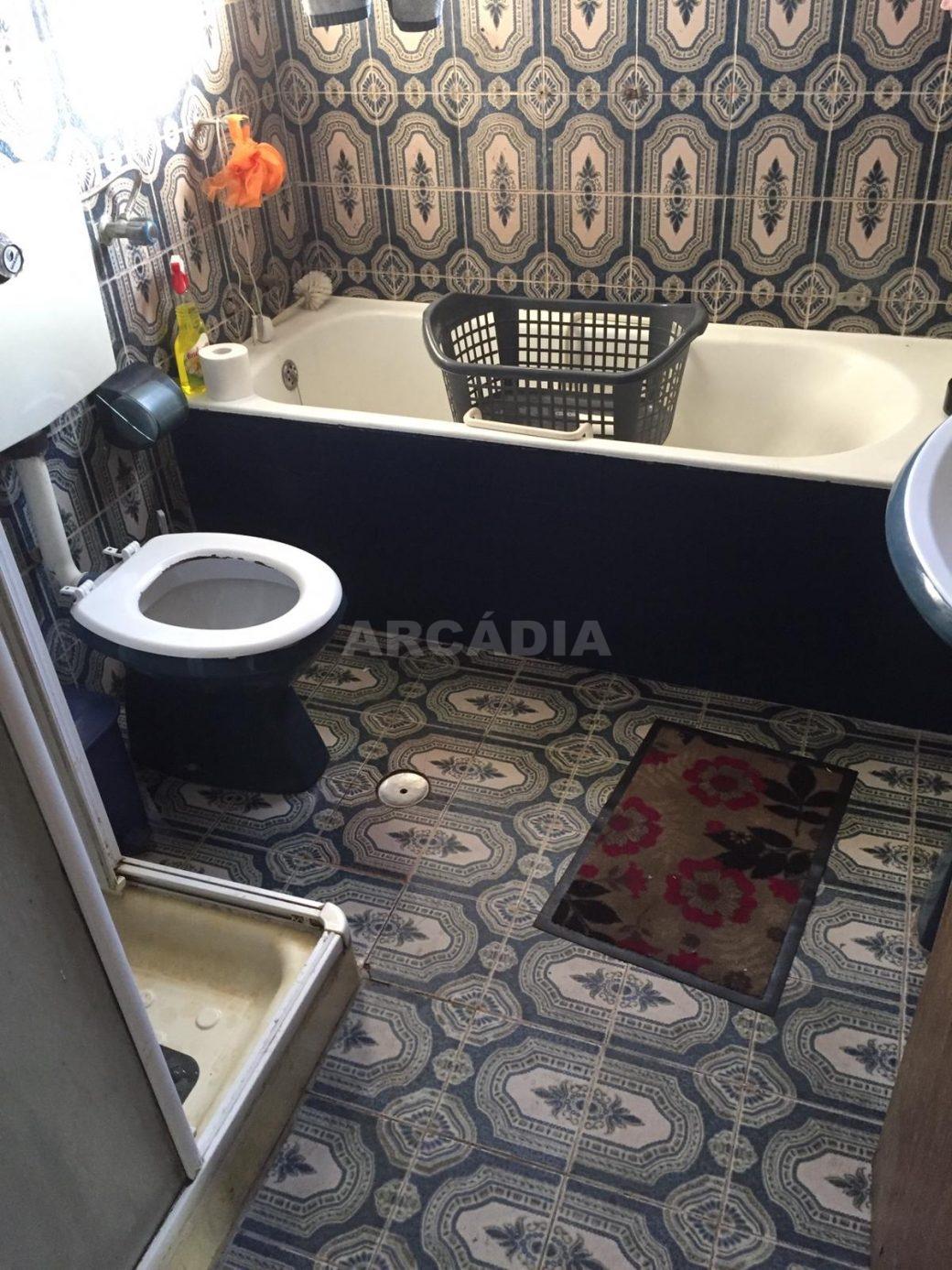 Moradia-T4-e-Armazem-em-Dume-WC-completa
