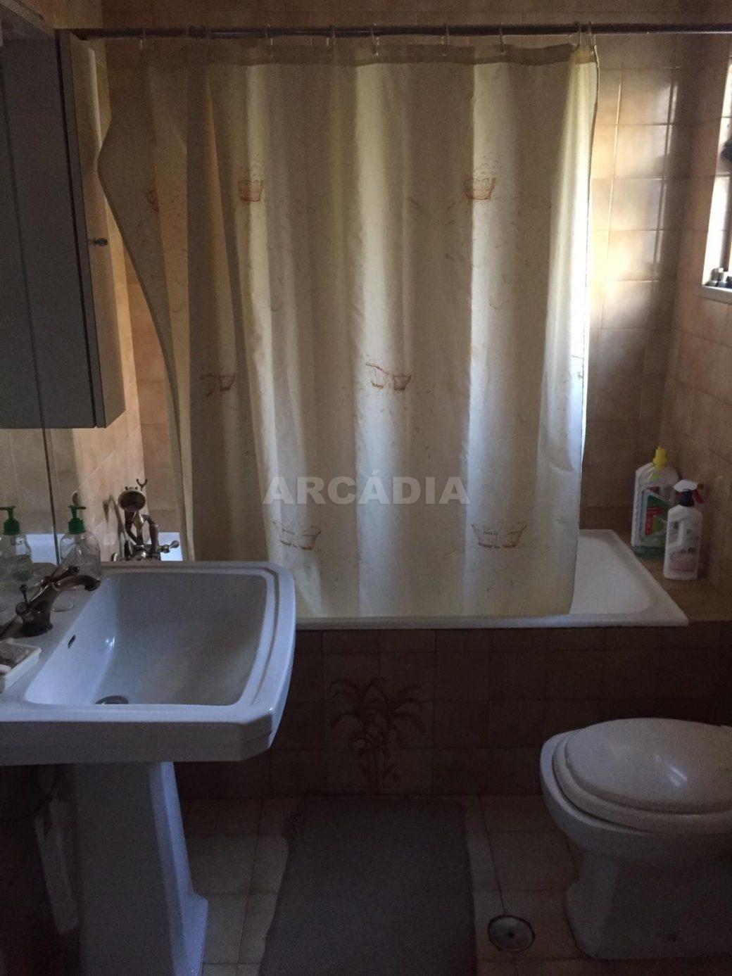 Moradia-T4-e-Armazem-em-Dume-WC-servico