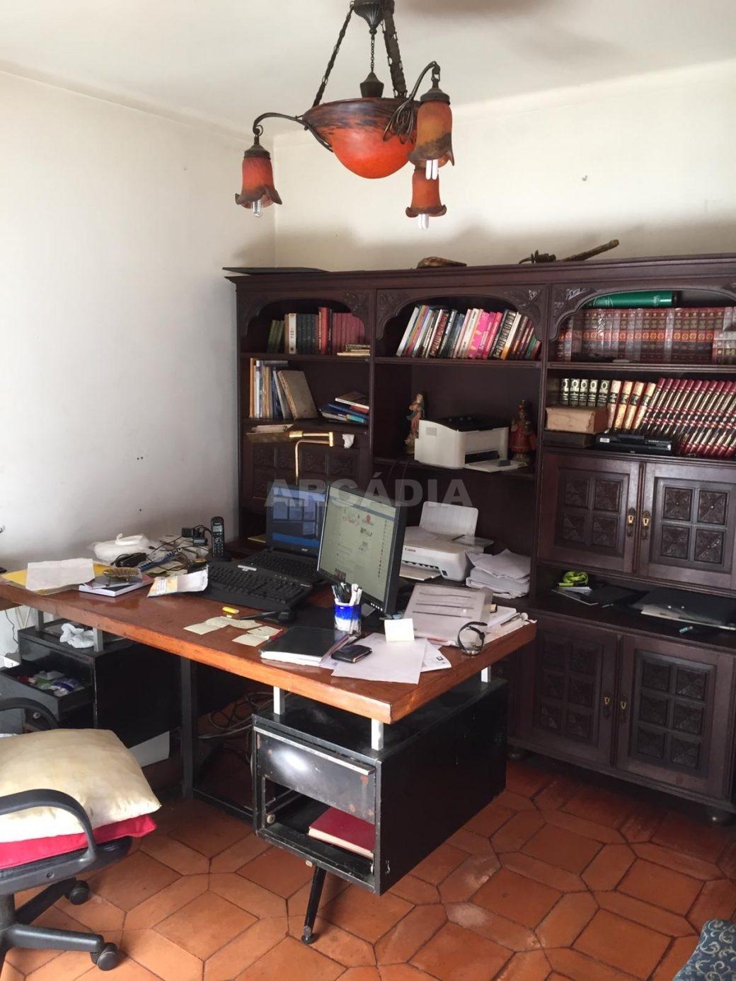 Moradia-T4-e-Armazem-em-Dume-escritorio