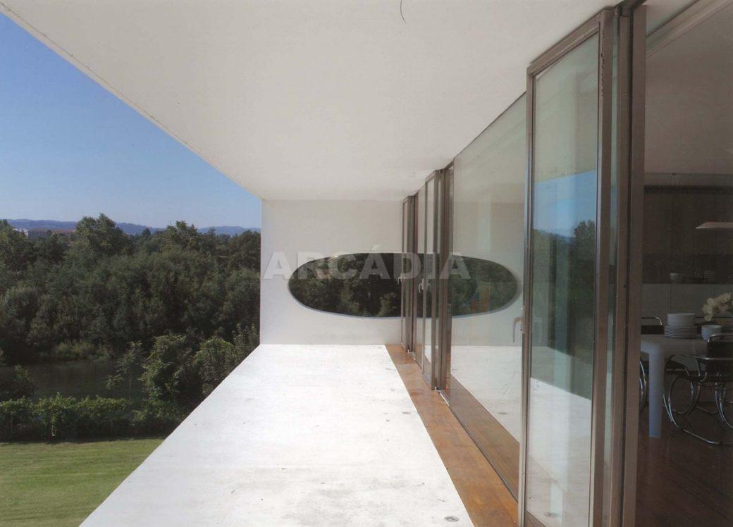 Moradia-V5-com-Piscina-em-Palmeira-vista-exterior