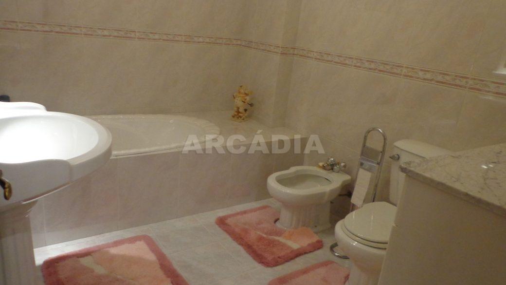 Moradia-em-Padim-da-Graca-WC-completo