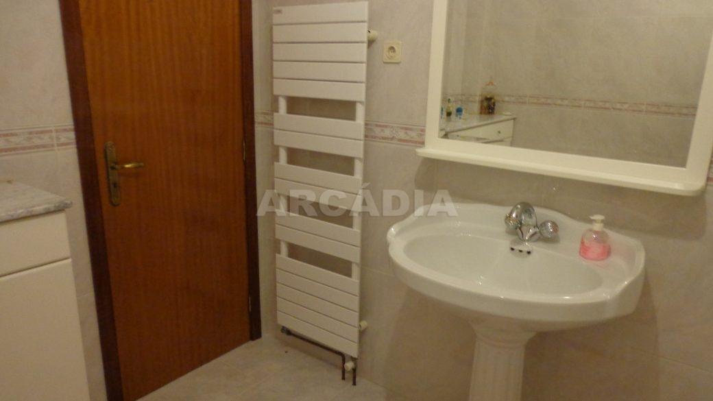 Moradia-em-Padim-da-Graca-WC-toalheiro-eletrico