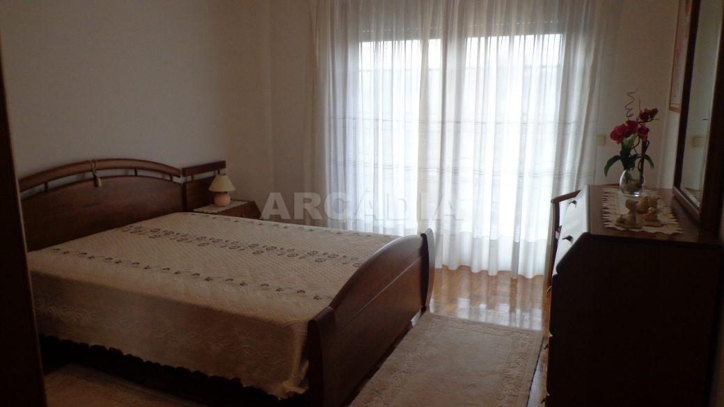Moradia-em-Padim-da-Graca-quarto-janela
