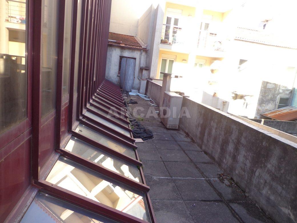 Predio-Para-Restauro-em-Sao-Joao-do-Souto-10-terraco-traseiras