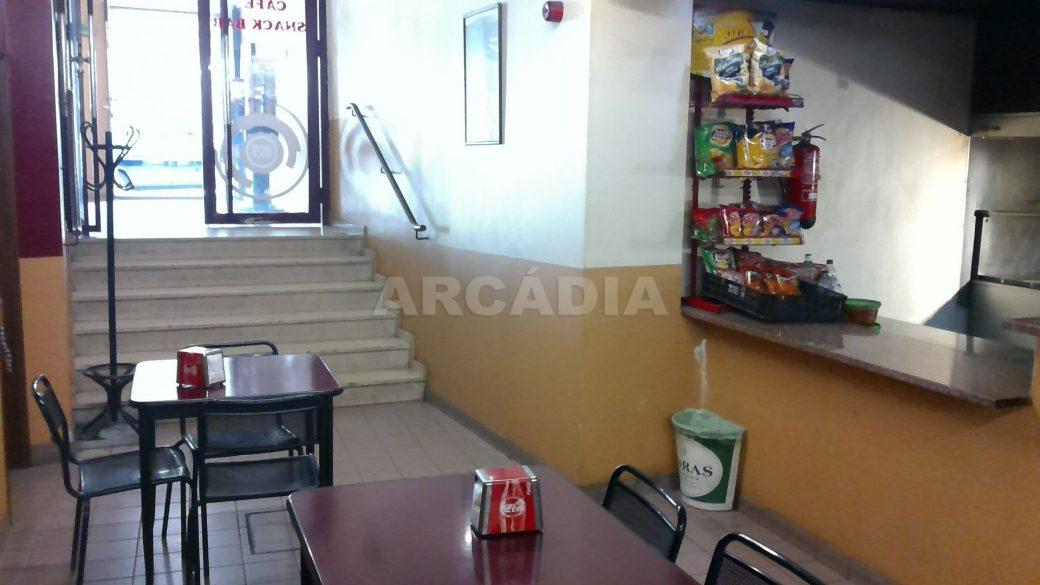 Predio-Para-Restauro-em-Sao-Joao-do-Souto-3-cafe-cave-entrada