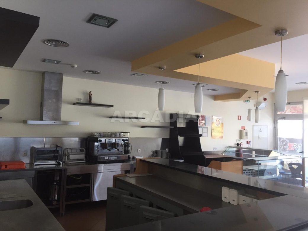 Renda-Cafe-em-Ruilhe-balcao-maquinas
