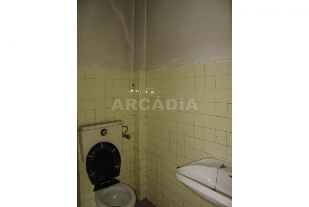 Renda-Loja-Para-Restauro-no-Centro-de-Ponte-da-Barca-WC