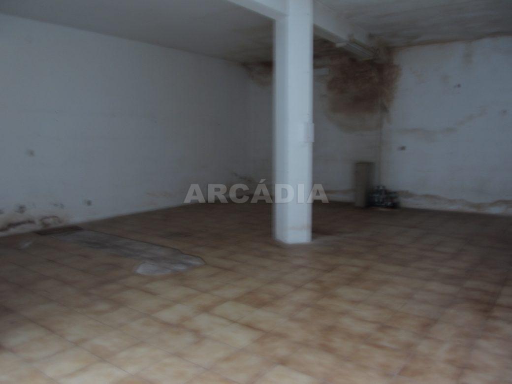 Renda-Loja-Para-Restauro-no-Centro-de-Ponte-da-Barca-armazem