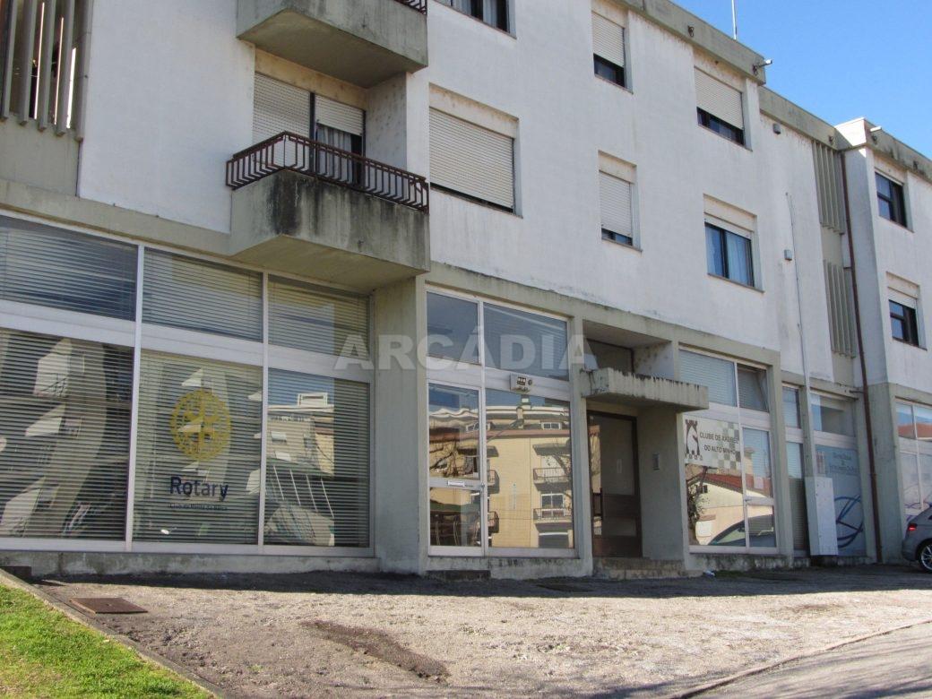 Renda-Loja-Para-Restauro-no-Centro-de-Ponte-da-Barca-entrada