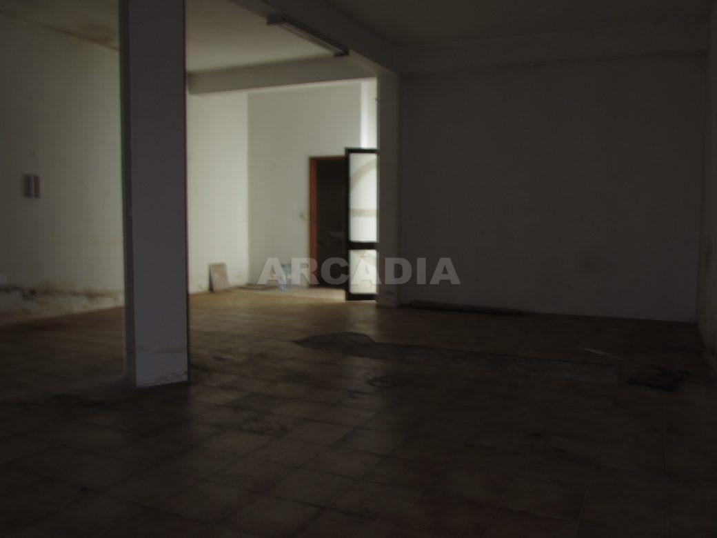 Renda-Loja-Para-Restauro-no-Centro-de-Ponte-da-Barca-espaco
