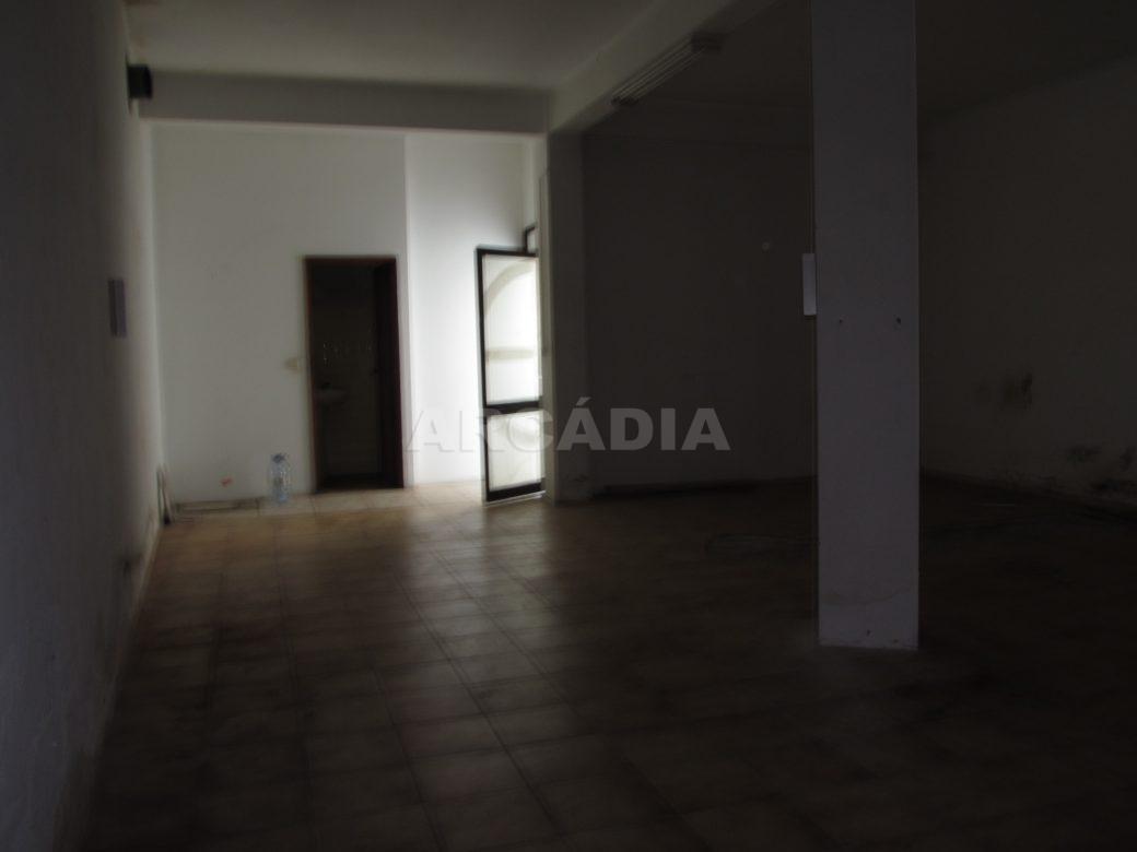 Renda-Loja-Para-Restauro-no-Centro-de-Ponte-da-Barca-espacosa