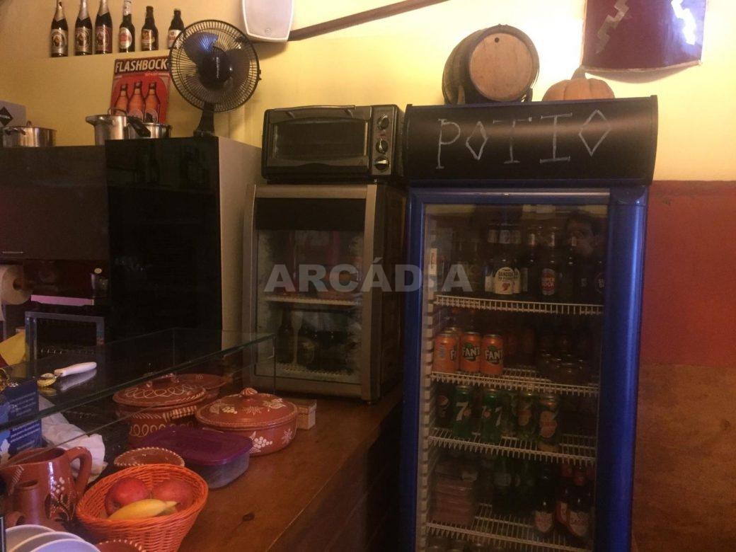 Trespasse-Cafe-Bar-na-Se-de-Braga-maquinas-frigorificas-arcadia