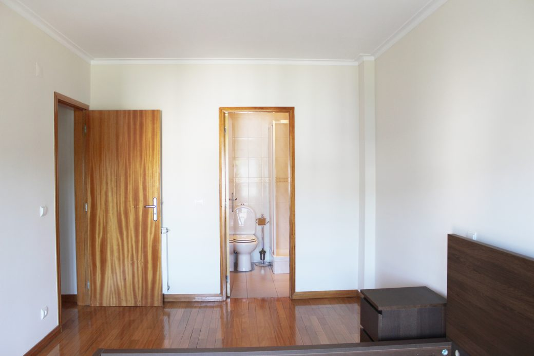 T4-Como-Novo-Em-Sao-Victor-Suite-entrada-WC-