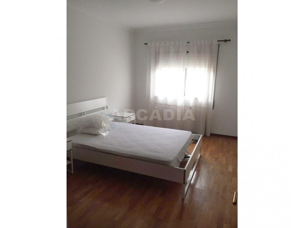 Apartamento-T1-Proximo-do-Braga-Parque-Quarto