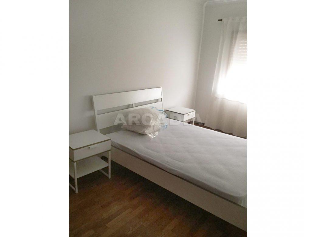 Apartamento-T1-Proximo-do-Braga-Parque-Quarto-mobilado