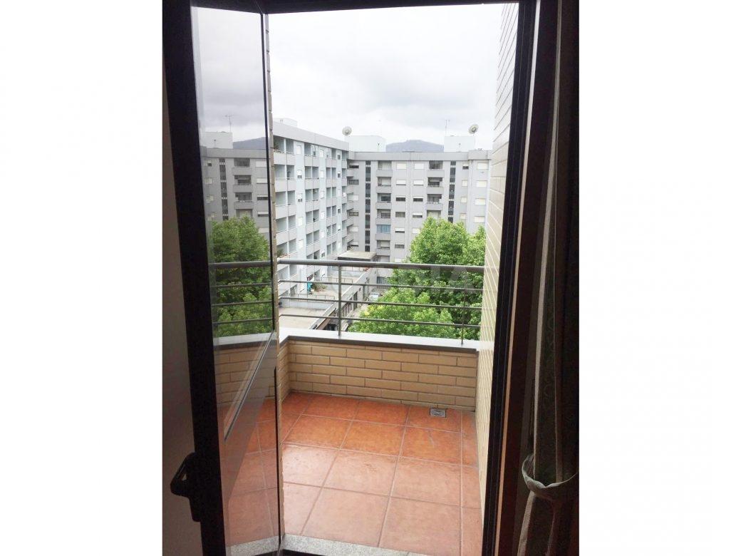 Apartamento-T1-Proximo-do-Braga-Parque-Varanda