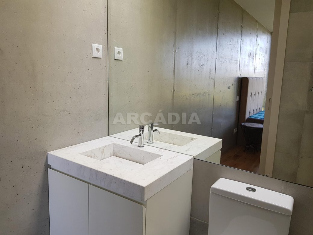 Moradia-Terrea-V4-em-Braga-Arcadia-Imobiliaria-WC-suite-pequena-espelho