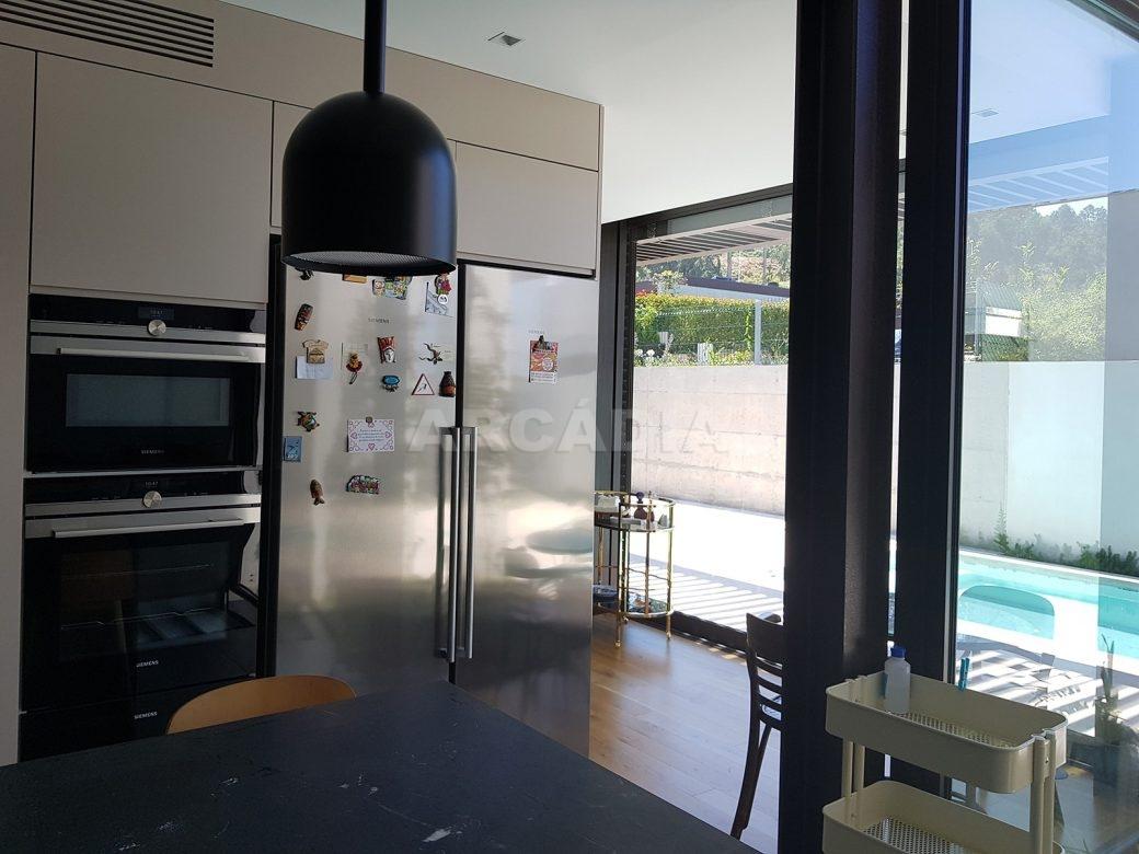 Moradia-Terrea-V4-em-Braga-Arcadia-Imobiliaria-cozinha-equipada