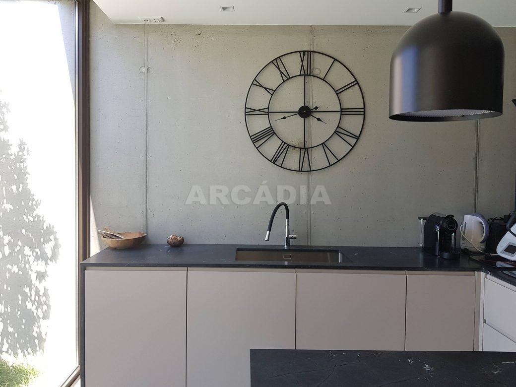 Moradia-Terrea-V4-em-Braga-Arcadia-Imobiliaria-cozinha-lava-loicas-maquina