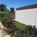 Moradia-Terrea-V4-em-Braga-Arcadia-Imobiliaria-exterior-flores-entrada