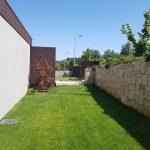 Moradia-Terrea-V4-em-Braga-Arcadia-Imobiliaria-exterior-jardim-da-frente