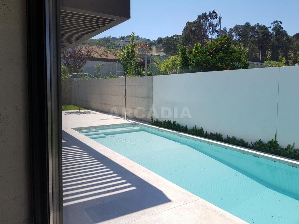 Moradia-Terrea-V4-em-Braga-Arcadia-Imobiliaria-exterior-piscina