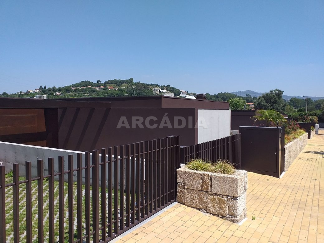 Moradia-Terrea-V4-em-Braga-Arcadia-Imobiliaria-exterior-vista-do-exterior