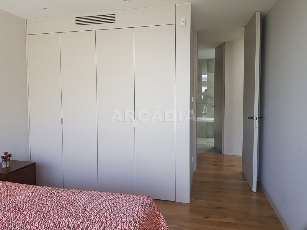 Moradia-Terrea-V4-em-Braga-Arcadia-Imobiliaria-quarto-armarios-embutidos