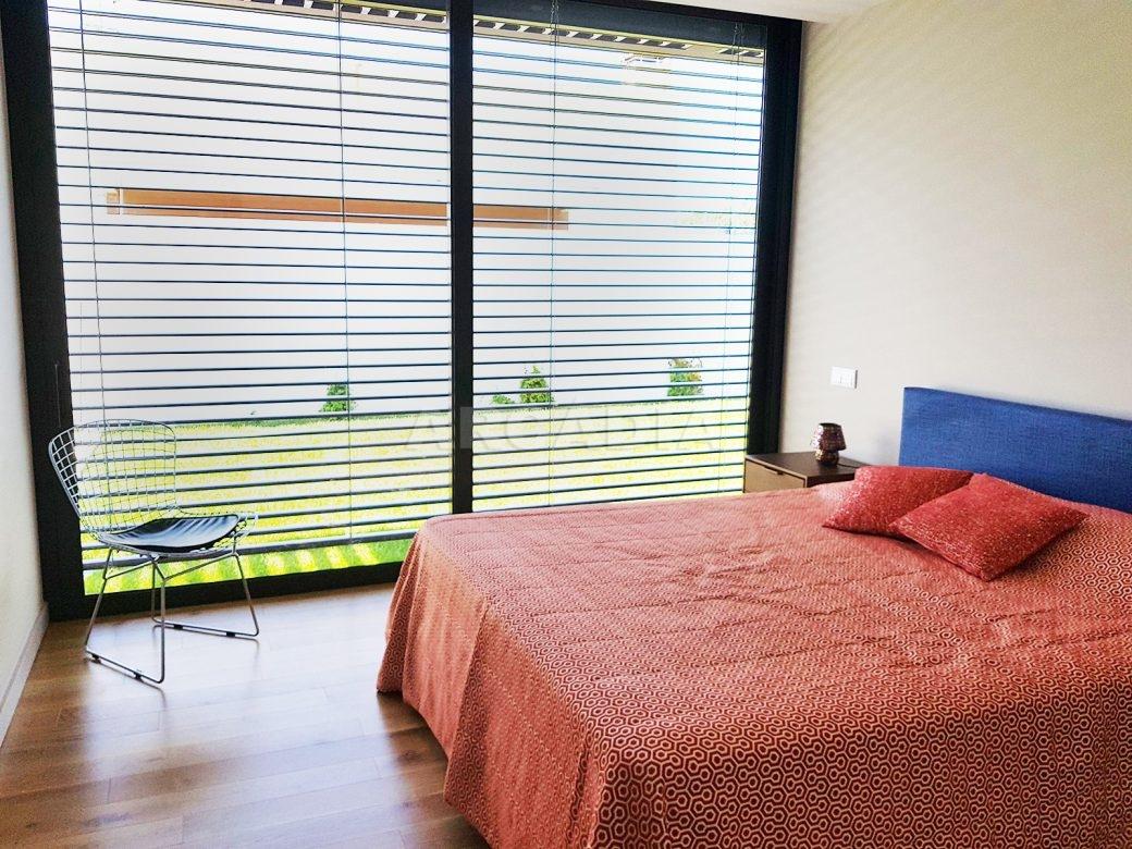 Moradia-Terrea-V4-em-Braga-Arcadia-Imobiliaria-quarto-janela