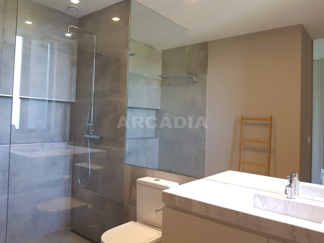 Moradia-Terrea-V4-em-Braga-Arcadia-Imobiliaria-suite-grande-WC