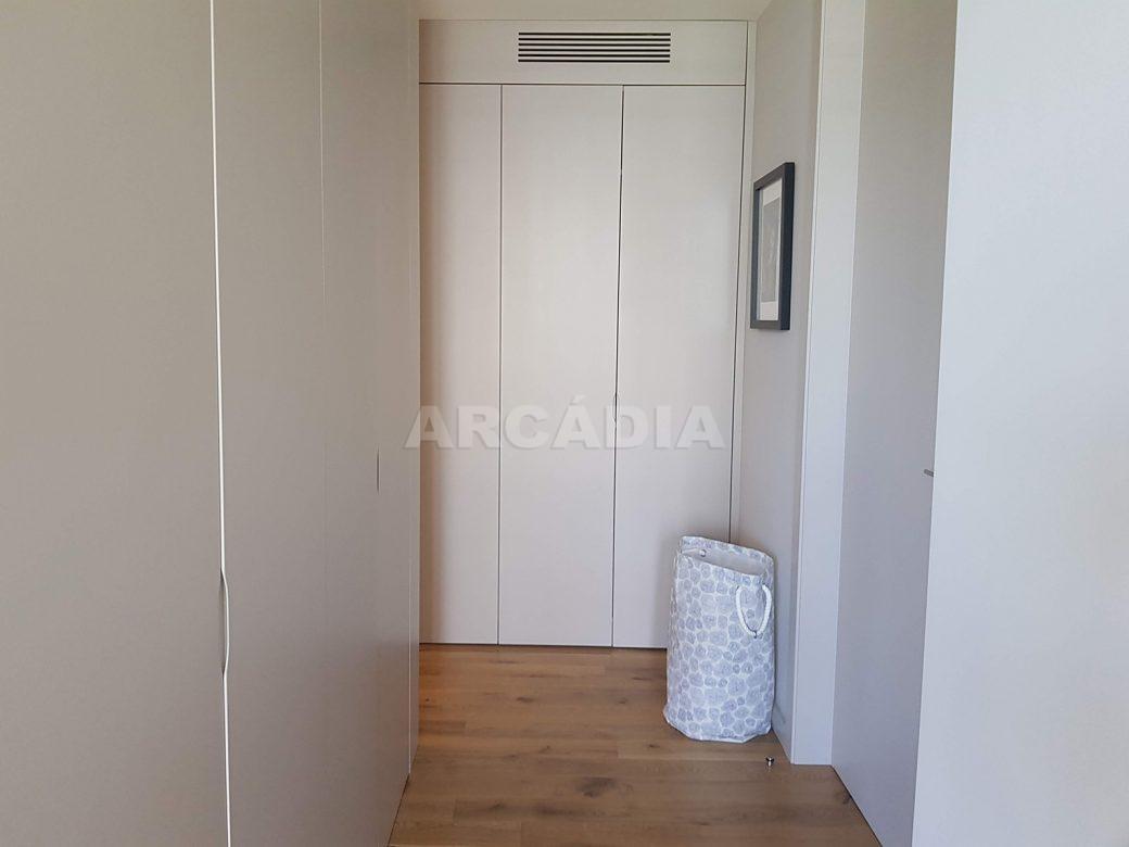 Moradia-Terrea-V4-em-Braga-Arcadia-Imobiliaria-suite-grande-armarios-embutidos