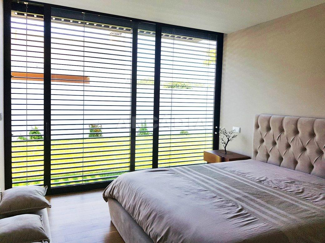 Moradia-Terrea-V4-em-Braga-Arcadia-Imobiliaria-suite-grande-janela