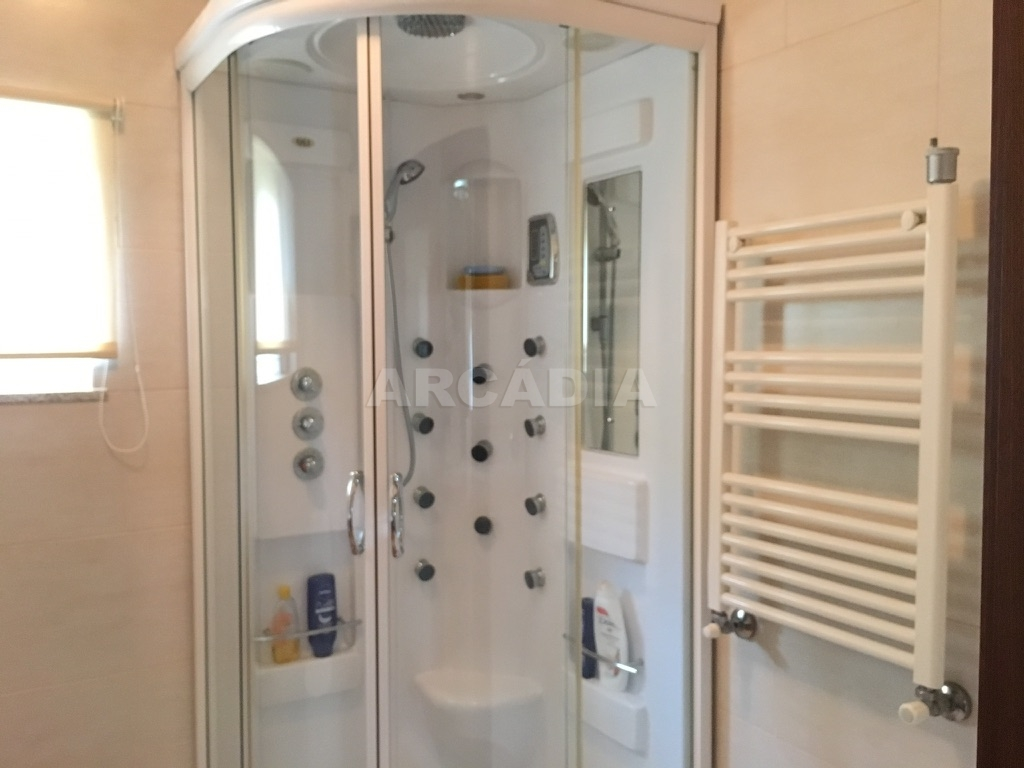 Moradia-em-Sao-Paio-de-Merelim-WC-chuveiro-hidromassagem