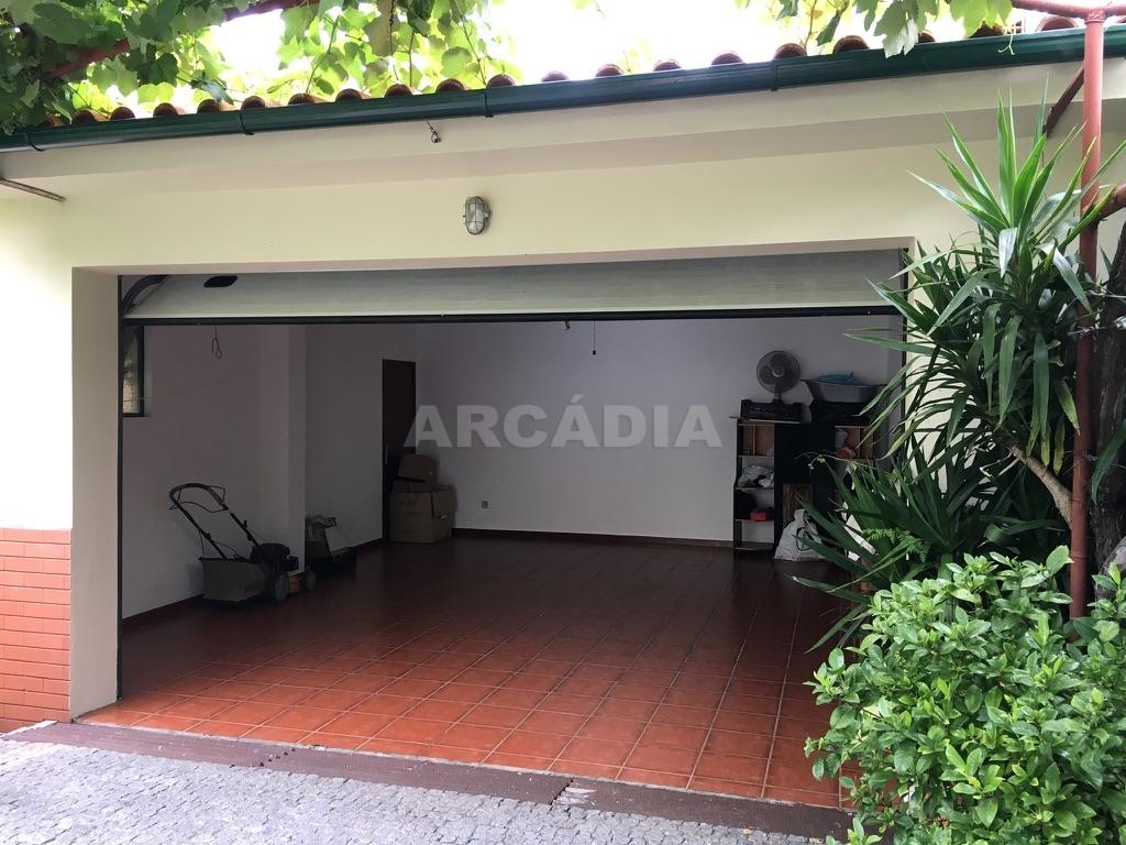 Moradia-em-Sao-Paio-de-Merelim-WC-garagem