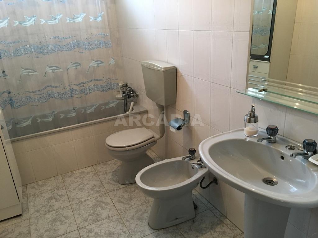 Moradia-em-Sao-Paio-de-Merelim-WC-jardim